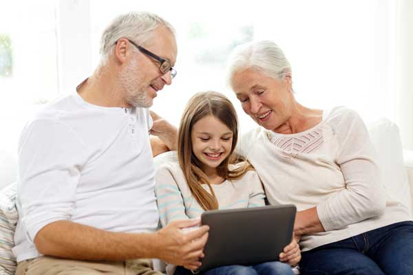 parents looking at pictures with granddaughter