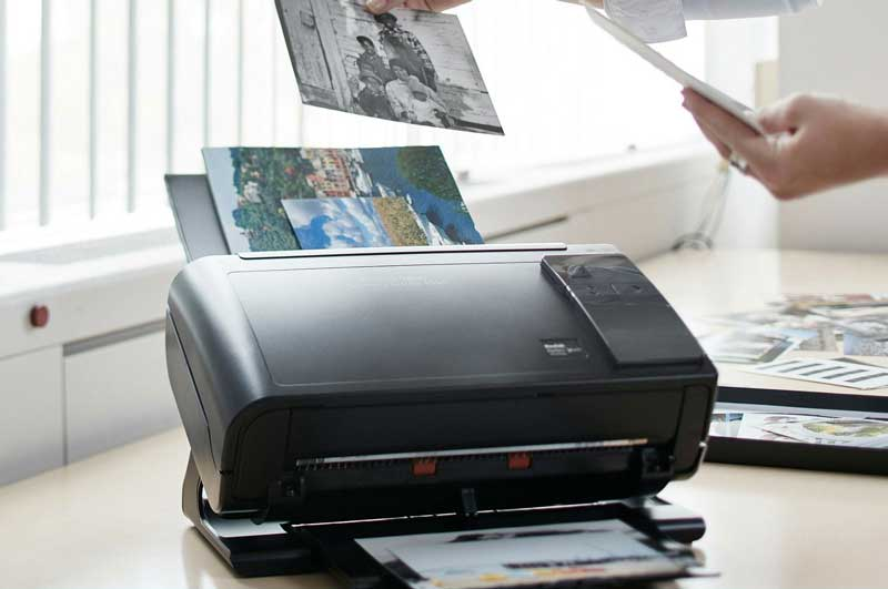 photo scanner scanning images for a slideshow